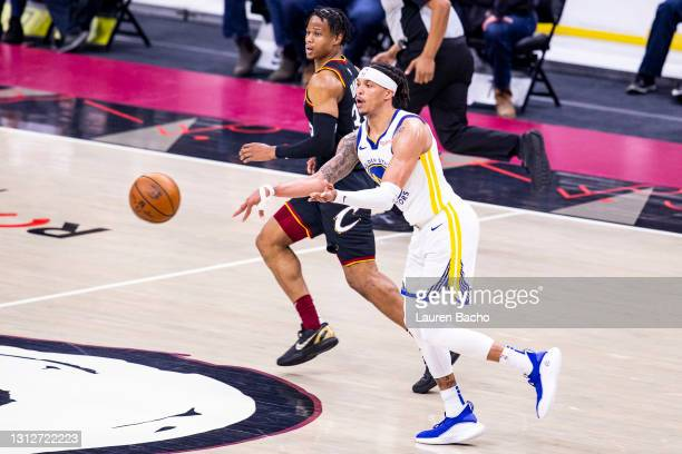 Damion Lee of the Golden State Warriors passes the ball during the second quarter of a game against the Cleveland Cavaliers at Rocket Mortgage...