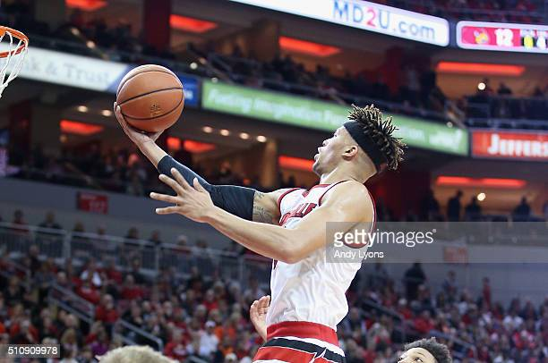 Damion Lee of the Louisville Cardinals shoots the ball during the game against the Syracuse Orange at KFC YUM Center on February 17 2016 in...