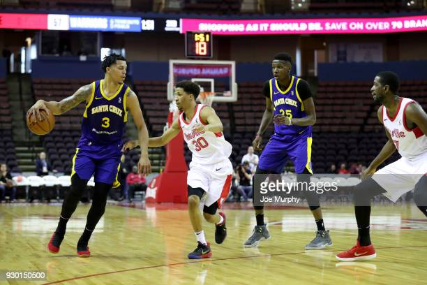 Damion Lee of the Santa Cruz Warriors handles the ball against JJ Frazier of the Memphis Hustle during an NBA GLeague game on March 10 2018 at...