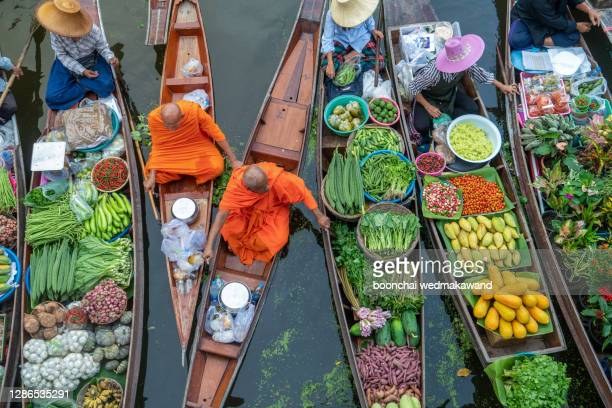 damnoen saduak floating market or amphawa. local people sell fruits, traditional food on boats in canal, ratchaburi district, thailand. famous asian tourist attraction. - market stock pictures, royalty-free photos & images