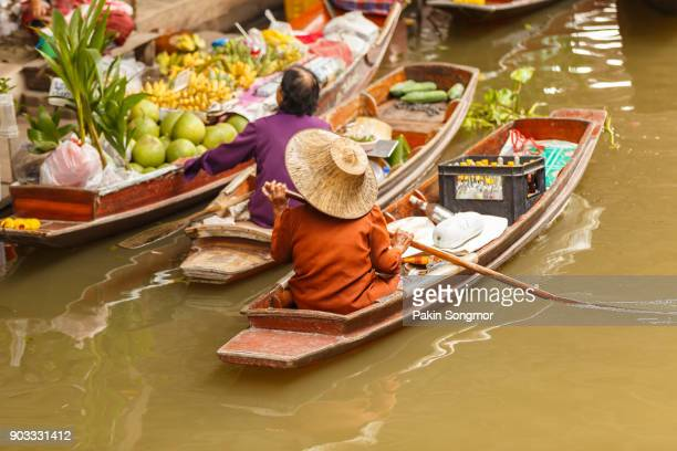 damnoen saduak floating market - floating market stock photos and pictures