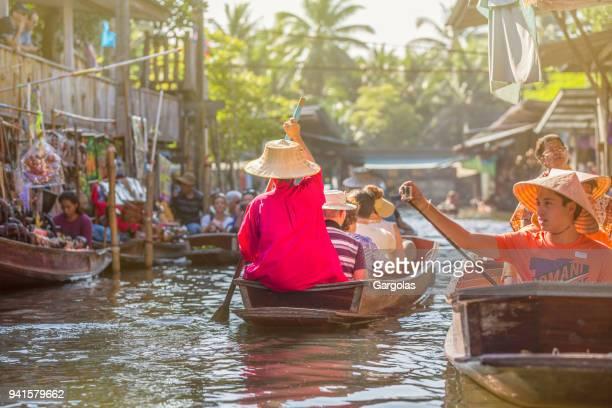 Drijvende markt in Damnoen saduak, Thailand