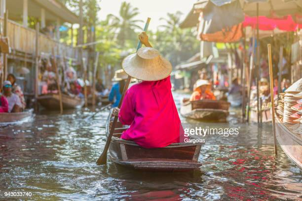 damnoen saduak floating market, thaïland - floating market stock photos and pictures