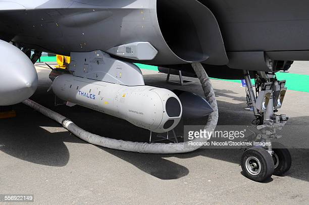 damocles targeting pod mounted on a french air force rafale fighter plane. - dassault rafale stock pictures, royalty-free photos & images