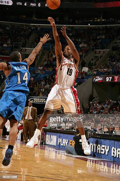 Damon Jones of the Cleveland Cavaliers shoots over Jameer Nelson of the Orlando Magic during a game at Quicken Loans Arena on November 18 2005 in...