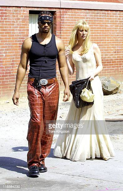 Damon Wayans and Lisa Kudrow during Filming 'Marci X' in New York City on April 23 2001 at New York City in New York City New York United States