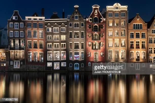 damrak, amsterdam - amsterdam photos et images de collection