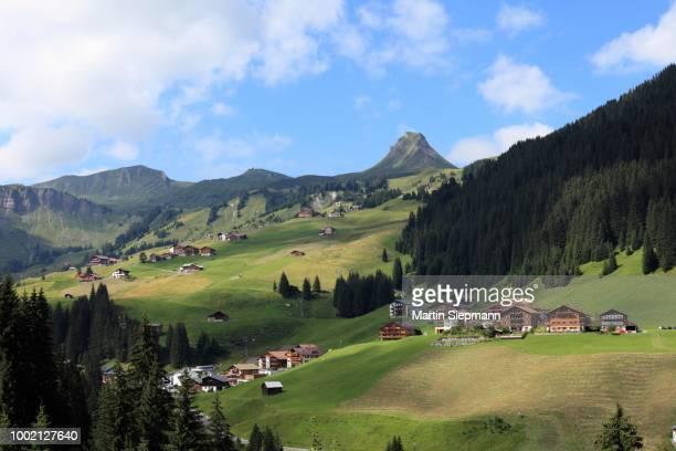 damuels, damuelser mittagsspitze mountain, bregenzerwald, bregenz forest, vorarlberg, austria - bregenz stockfoto's en -beelden