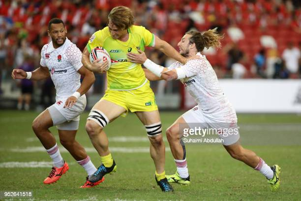 Dan Bibby of England tackles Jesse Parahi of Australia during the 2018 Singapore Sevens Cup Semi Final match between England and Australia at...