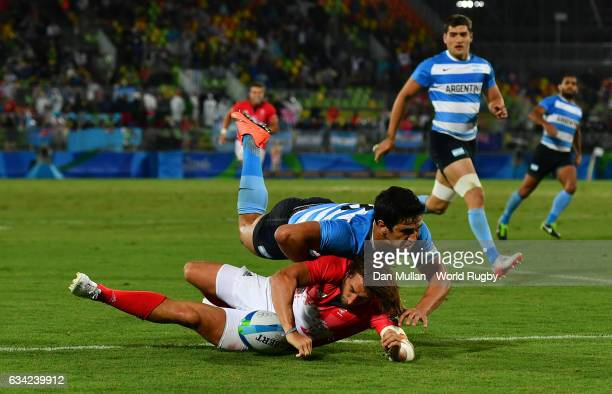 Dan Bibby of Great Britain dives over for the winning try in extra time during the Men's Rugby Sevens quarter final match between Great Britain and...