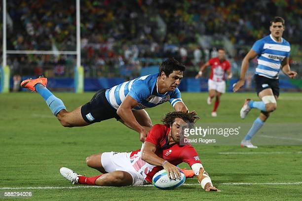 Dan Bibby of Great Britain scores the winning try during the Men's Quarterfinal 3 Match 23 between Great Britain and Argentina on Day 5 of the Rio...