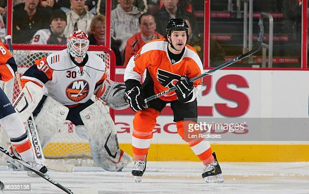 Dan Carcillo of the Philadelphia Flyers waits for a scoring attempt against Dwayne Roloson of the New York Islanders on January 30, 2010 at the...