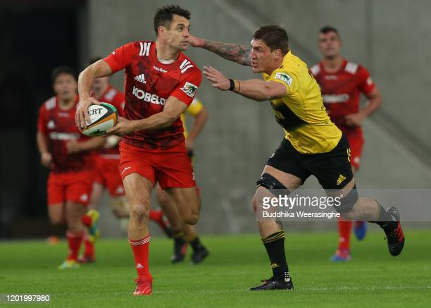 Dan Carter of Kobelco Steelers during the Rugby Top League match between Kobelco Steelers and Suntory Sungoliath at Noevir Stadium Kobe on January 26...