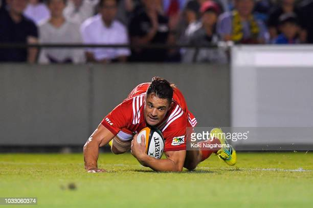 Dan Carter of Kobelco Steelers scores his side's third try during the Rugby Top League match between Suntory Sungoliath and Kobelco Steelers at...