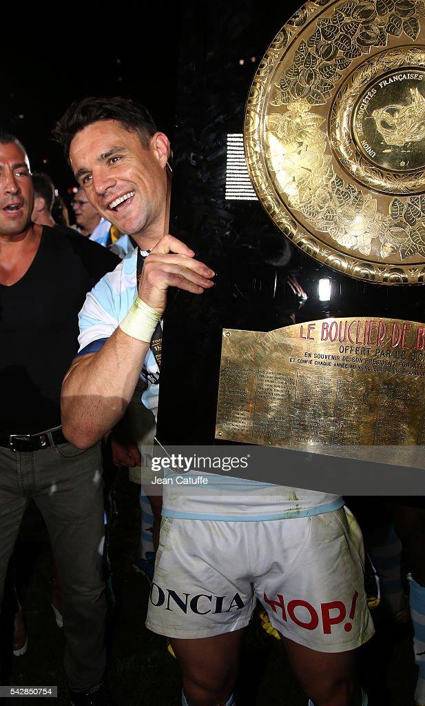 Dan Carter of Racing 92 celebrates winning the Final Top 14 between Toulon and Racing 92 at Camp Nou on June 24, 2016 in Barcelona, Spain.