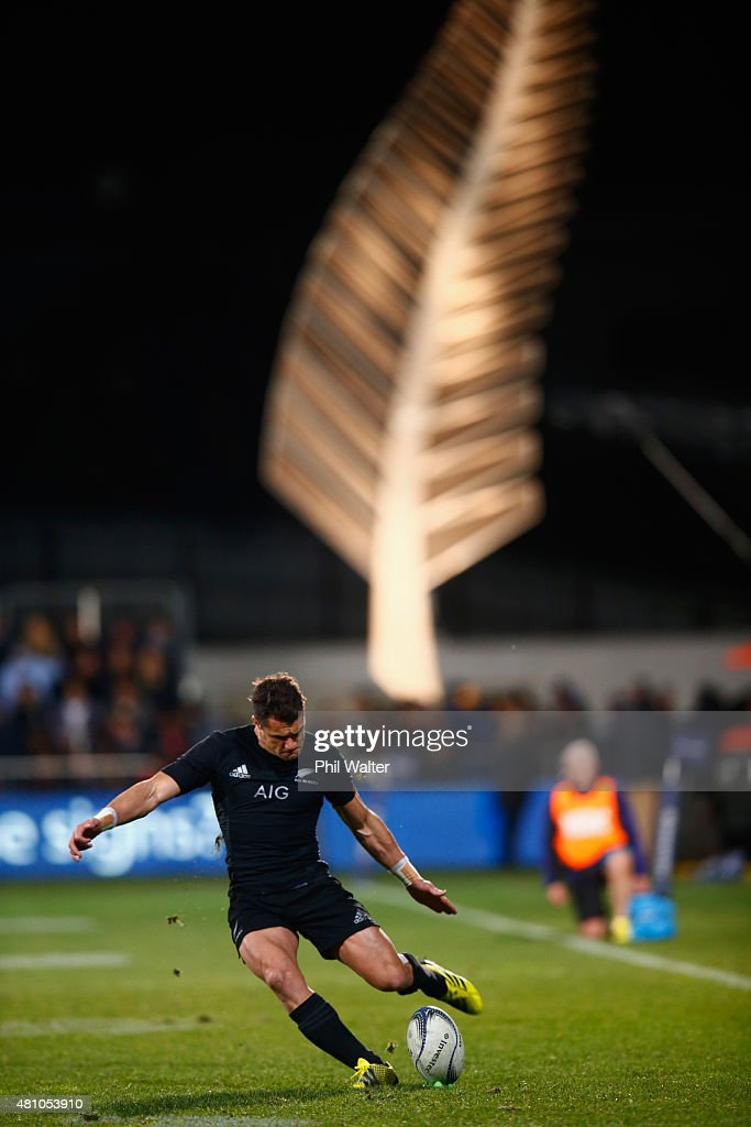 Dan Carter of the All Blacks takes a kick during The Rugby Championship match between the New Zealand All Blacks and Argentina at AMI Stadium on July 17, 2015 in Christchurch, New Zealand.