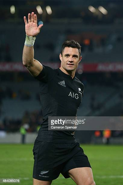 Dan Carter of the All Blacks waves to the crowd after winning The Rugby Championship Bledisloe Cup match between the New Zealand All Blacks and the...