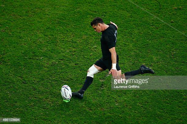 Dan Carter of the New Zealand All Blacks kicks a penalty during the 2015 Rugby World Cup Final match between New Zealand and Australia at Twickenham...