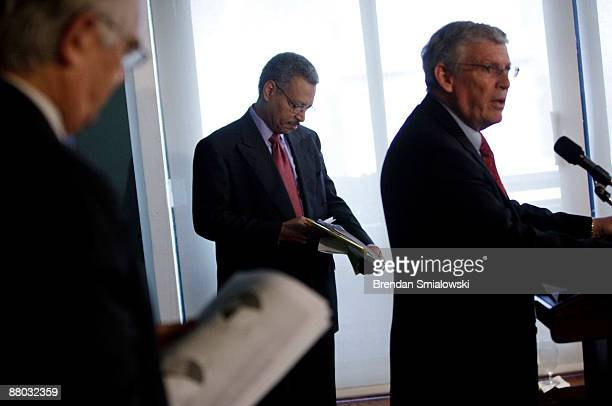 Dan Danner Independent Business President and Chief Executive Officer and Ron Williams Aetna Inc Chairman and Chief Executive Officer look over their...