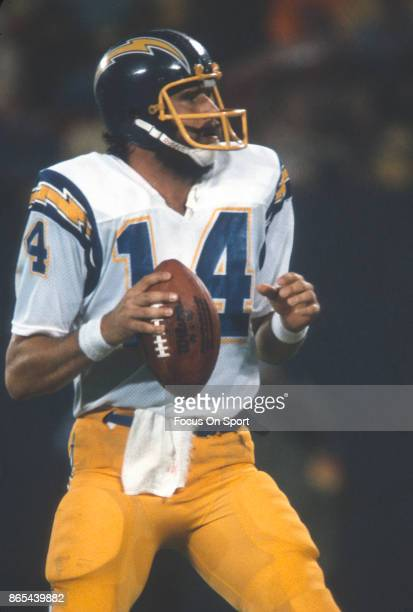 Dan Fouts of the San Diego Chargers drops back to pass against the Chicago Bears during an NFL football game December 4 1978 at Jack Murphy Stadium...