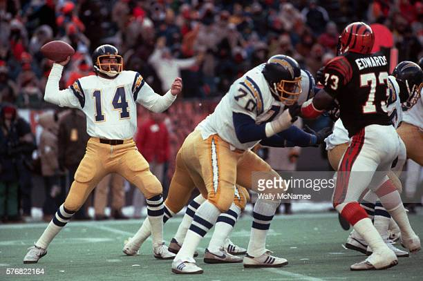Dan Fouts Throwing the Football