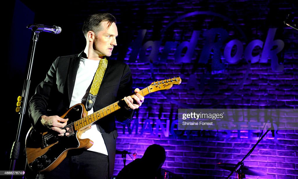 Dan Gillespie-Sells of The Feeling performs at the 15th birthday party of Hard Rock Cafe on September 17, 2015 in Manchester, England.
