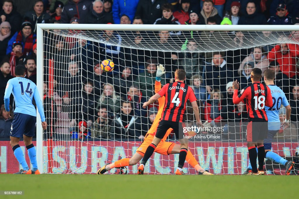 Dan Gosling of AFC Bournemouth scores their 2nd goal during the Premier League match between AFC Bournemouth and Newcastle United at Vitality Stadium on February 24, 2018 in Bournemouth, England.