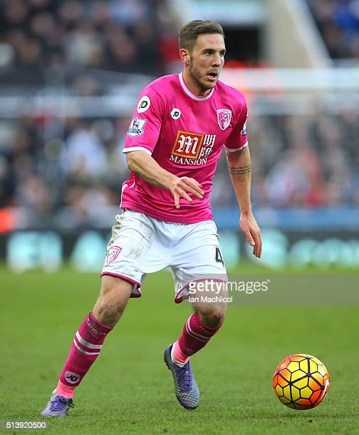 Dan Gosling of Bourenmouth controls the ball during the Barclays Premier League match between Newcastle United and AFC Bournemouth at St James Park...