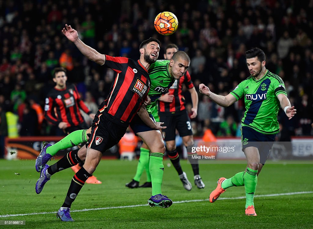 Dan Gosling of Bournemouth and Oriol Romeu of Southampton compete for the ball during the Barclays Premier League match between A.F.C. Bournemouth and Southampton at Vitality Stadium on March 1, 2016 in Bournemouth, England.