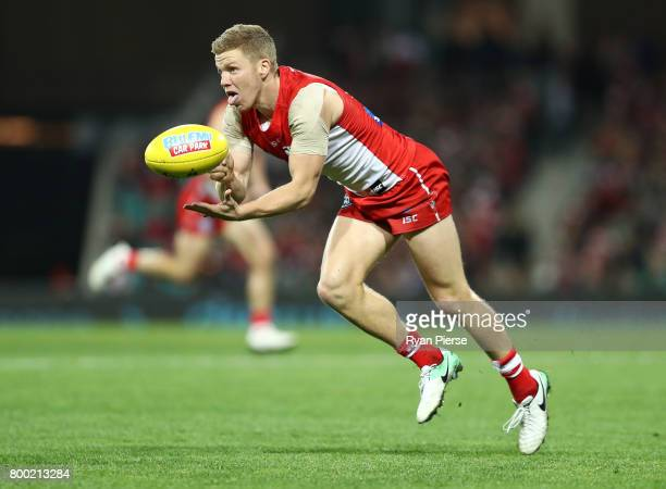Dan Hannebery of the Swans handballs during the round 14 AFL match between the Sydney Swans and the Essendon Bombers at Sydney Cricket Ground on June...
