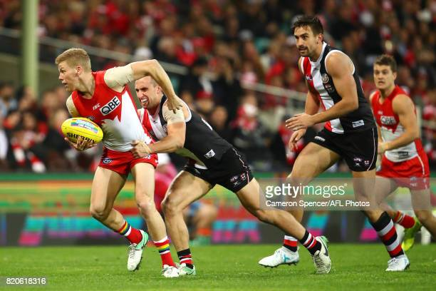 Dan Hannebery of the Swans handpasses during the round 18 AFL match between the Sydney Swans and the St Kilda Saints at Sydney Cricket Ground on July...