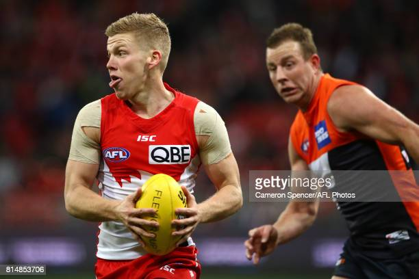 Dan Hannebery of the Swans runs the ball during the round 17 AFL match between the Greater Western Sydney Giants and the Sydney Swans at Spotless...
