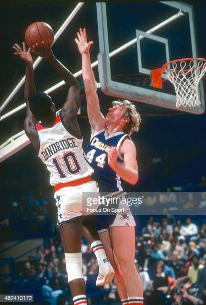 Dan Issel of the Denver Nuggets defends the shot of Bob Dandridge of the Washington Bullets during an NBA basketball game circa 1977 at the Capital...