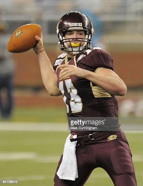Dan LeFevour of the Central Michigan Chippewas throws a pass against the Florida Atlantic University Owls during the 2008 Motor City Bowl at Ford...