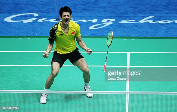 Dan Lin of China celebrates winning the gold medal in the Men's Singles Final against Chong Wei Lee of Malaysia at Tainhe Gymnasium during nine of...