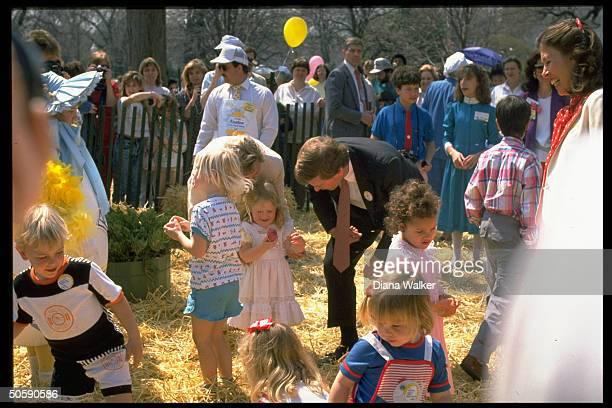VP Dan Marilyn Quayle greeting children during WH easter egg hunt