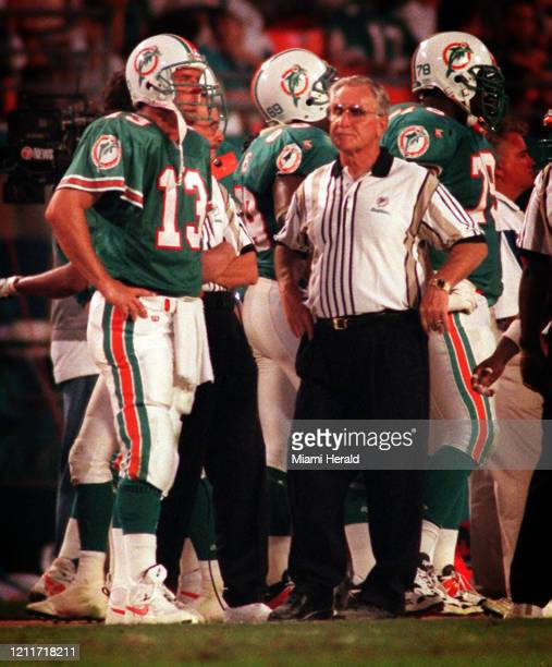 Dan Marino and Don Shula look disgusted with five minutes to go in third quarter of a game against the San Francisco 49ers The score was 3813 with...