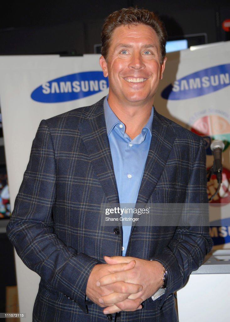 """Get In The Game Of Giving"" Dan Marino Foundation In Store  Apperance -"