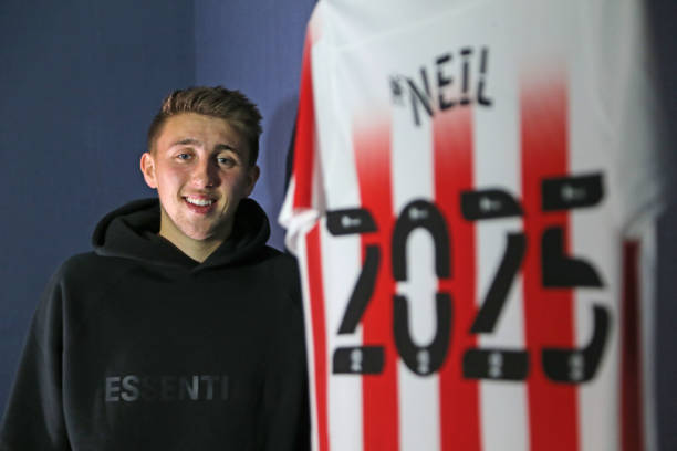 GBR: Dan Neil Signs Contract Extension With Sunderland