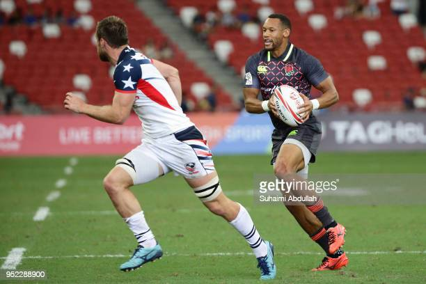 Dan Norton of England runs the ball during the 2018 Singapore Sevens Pool B match between USA and England at National Stadium on April 28 2018 in...