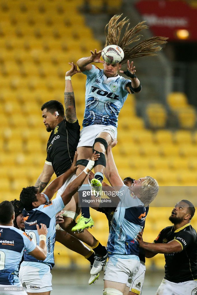 Dan Pryor of Northland wins a lineout over Vaea Fifita of Wellington during the round nine Mitre 10 Cup match between Wellington and Northland at Westpac Stadium on October 12, 2017 in Wellington, New Zealand.