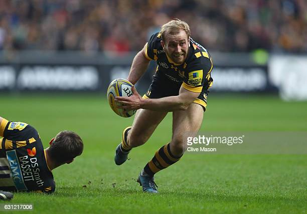 Dan Robson of Wasps breaks through to score a try during the Aviva Premiership match between Wasps and Leicester Tigers at The Ricoh Arena on January...