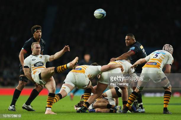 Dan Robson of Wasps clears the ball during the Gallagher Premiership Big Game 11 match between Harlequins and Wasps at Twickenham Stadium on December...
