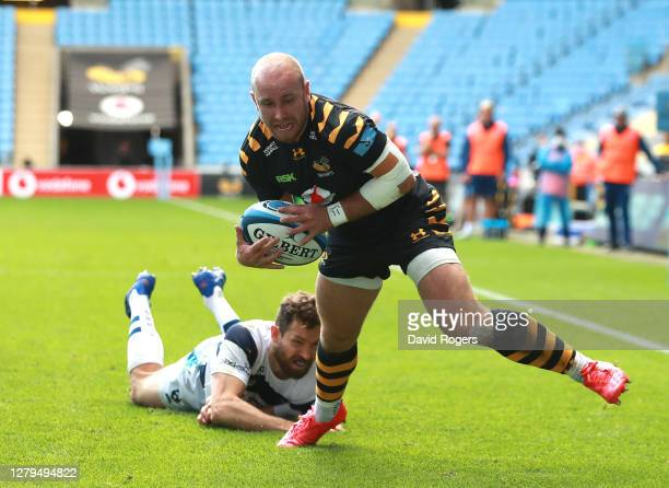 Dan Robson of Wasps scores a try during the Gallagher Premiership Rugby first semi-final match between Wasps and Bristol Bears at Ricoh Arena on...