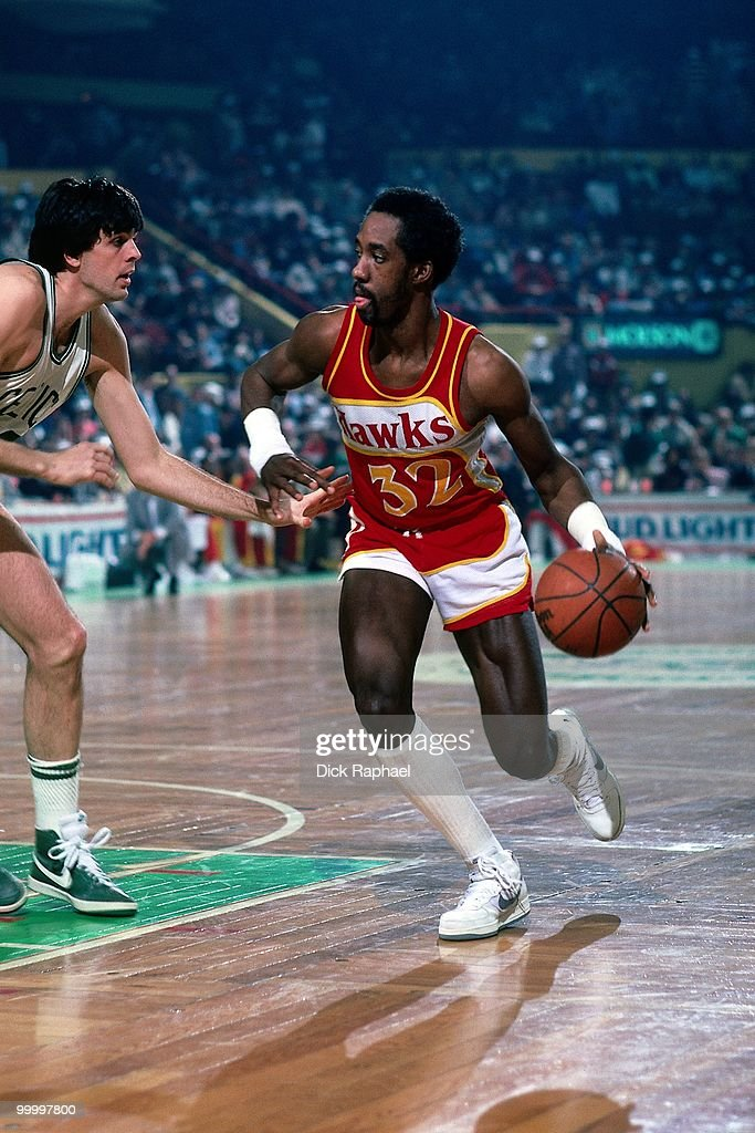 Dan Roundfield #32 of the Atlanta Hawks drives to the basket against Kevin McHale #32 of the Boston Celtics during a game played in 1983 at the Boston Garden in Boston, Massachusetts.