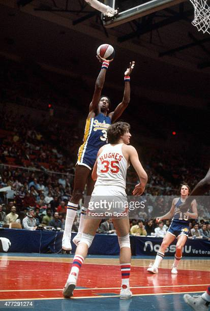 Dan Roundfield of the Indiana Pacers shoots over Kim Hughes of the New Jersey Nets during an ABA basketball game circa 1976 at Nassau Veterans...