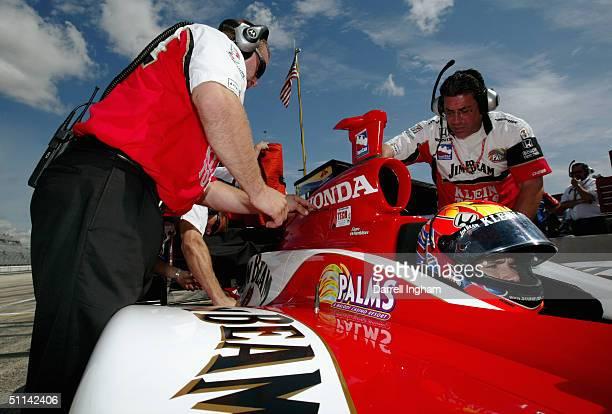 Dan Wheldon aboard the Andretti Green Racing Jim Beam/Klein Tools Honda Dallara during practice for the Indy Racing League IndyCar Series Menards...