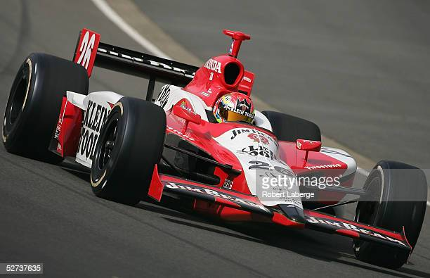 Dan Wheldon driver of the Andretti Green Racing Klein Tools/Jim Beam Honda Dallara on his way to winning the Indy Racing League IndyCar Series...