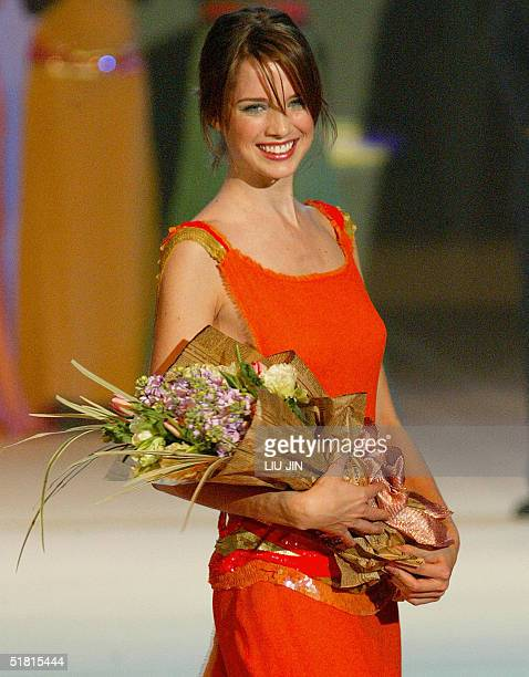 Dana Marcolina parades as she wins the runnerup of the OLAY Elite Model Look 2004 International Finals in Shanghai late 02 December 2004 Sofie...