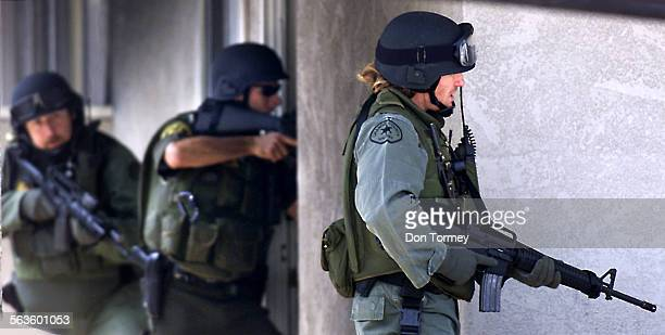 Dana Point––OC Sheriff's SWAT team enter the apartment on Silver Lantern near La Cresta in Dana Point where a bank robbery suspect barricaded himself...